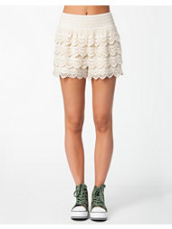 Estradeur Lace Shorts