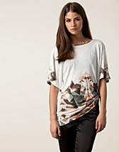 TALK SHORT SLEEVE TOP