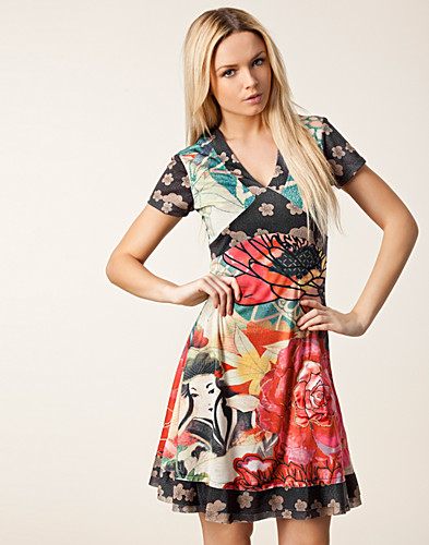 KLÄNNINGAR - DESIGUAL / ASIAN DRESS - NELLY.COM