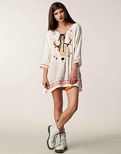 KLÄNNINGAR - ONE TEASPOON / THE HIDDEN CROSSES DRESS - NELLY.COM