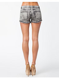 NLY Mikki Worn Shorts