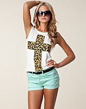 ANIMAL PRINT CROSS TEE