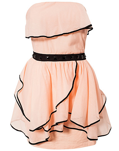 FESTKLÄNNINGAR - AURA BOUTIQUE / RUFFLE BANDEAU DRESS - NELLY.COM