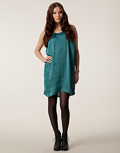 FESTKLÄNNINGAR - JUST FEMALE / MAE DRESS - NELLY.COM