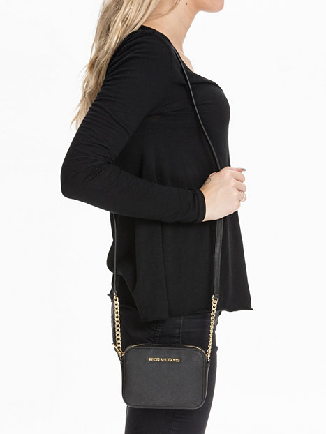 Michael Kors Laukut Pori : Jet set travel crossbody michael kors musta
