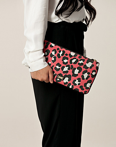 BAGS - MOSCHINO CHEAP & CHIC / SINA CLUTCH - NELLY.COM