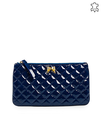 BAGS - MOSCHINO CHEAP & CHIC / MATELASSE HEART CLUTCH - NELLY.COM