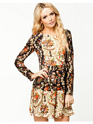 The Style Flower Long Sleeve Dress