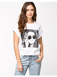 River Island SS Sunglasses Girl BF Tee