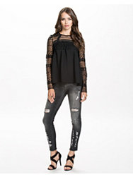Notion 1.3 Lace Trimmed Blouse