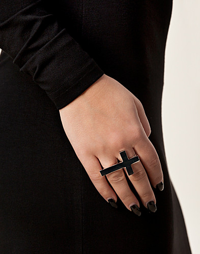 JEWELLERY - NLY ACCESSORIES / PLAIN CROSS RING - NELLY.COM