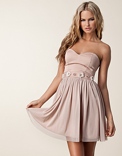 FESTKLÄNNINGAR - ELISE RYAN / BANDEAU WAIST TRIM DRESS - NELLY.COM