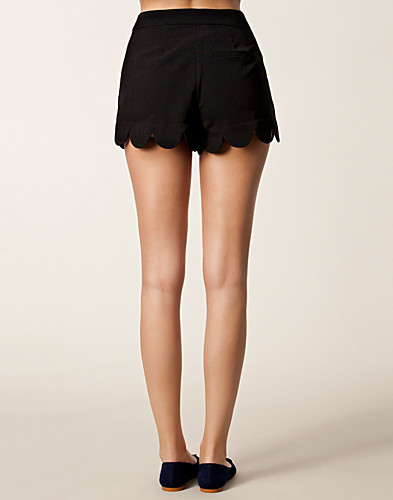 TROUSERS & SHORTS - LIPSY / SCALLOP EDGE SHORTS - NELLY.COM