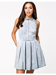 Levis Sleevless Pleated Day Dress