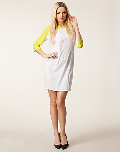 KLÄNNINGAR - SALLY&CIRCLE / POWER BACK OPEN DRESS - NELLY.COM
