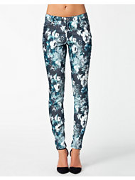 Rut&Circle Price Carrie Flower Pant