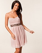 MESH STRAPLESS JEWEL WAIST TRIM DRESS