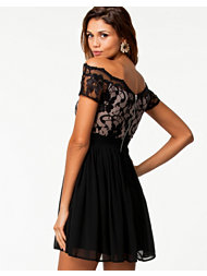 Elise Ryan Off Shoulder Lace Dress