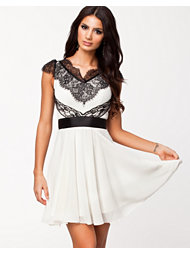 Elise Ryan Eyelash Lace Shoulder Skater Dress