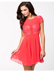 Elise Ryan Short Sleve Eyelash Skater Dress