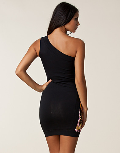 FESTKJOLER - QUONTUM / OFF SHOULDER CURVE DRESS - NELLY.COM
