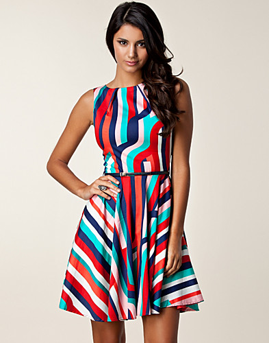 DRESSES - CLOSET / MULTI STRIPE SWING DRESS - NELLY.COM