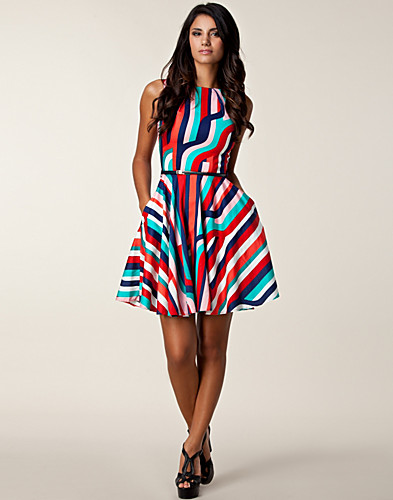 KLÄNNINGAR - CLOSET / MULTI STRIPE SWING DRESS - NELLY.COM