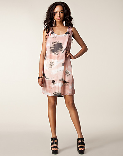 KJOLER - JUST FEMALE / SPLASH DRESS - NELLY.COM