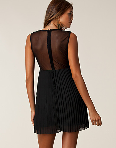 FESTKLÄNNINGAR - ONENESS / SEQUIN PLEATED DRESS - NELLY.COM