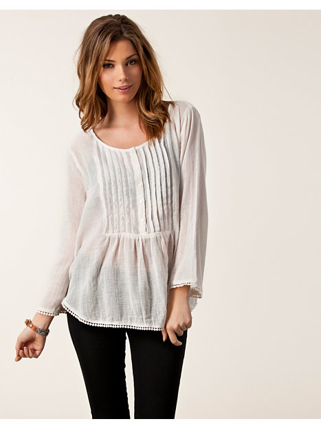 Love the colour of this top and have had lots of comments on it. I love the loose fit and chiffon material its great to wear with jeans,shorts or leggings and is good enough to wear on a night out.