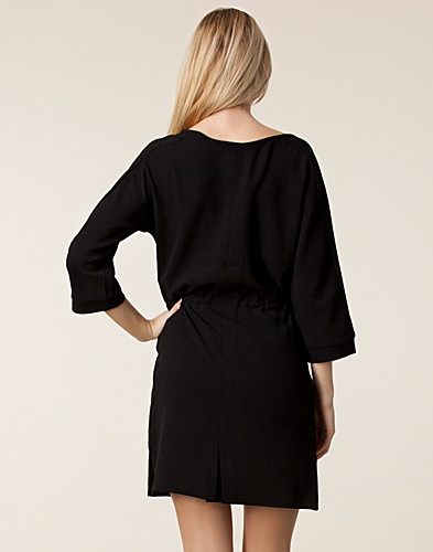 KLÄNNINGAR - VERO MODA / ELVIRA 3/4 SHORT DRESS - NELLY.COM