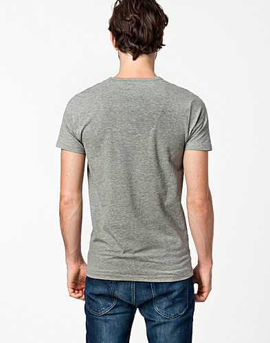 T-SHIRTS - JACK & JONES / BASIC V-NECK S/S - NELLY.COM