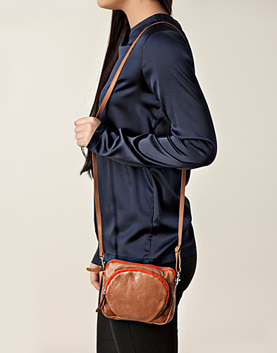 VÄSKOR - FILIPPA K / MINI LEATHER BAG - NELLY.COM