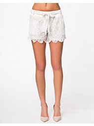 Club L Lace Scalloped Lace Hem Shorts