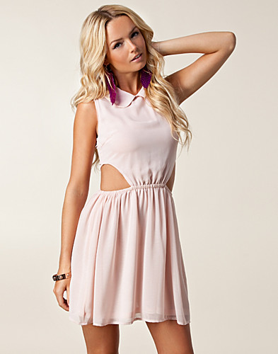 ALLTAGSKLEIDER - GLAMOROUS / RITA COLLAR DRESS - NELLY.DE