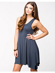 Glamorous Sleeveless Shift Dress