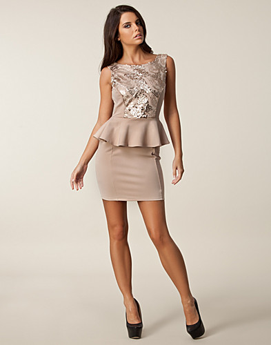 FESTKLÄNNINGAR - DARK PINK / SEQUIN PEPLUM LOW DRESS - NELLY.COM
