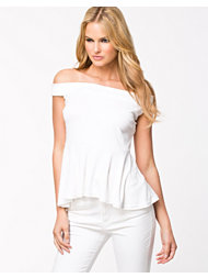 NLY Trend Bare Shoulder Top