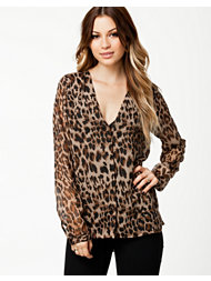 NLY Trend Deep V-neck Shirt