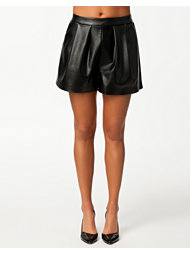 NLY Trend Vegan Leather Shorts