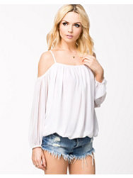 NLY Trend No Shoulder Blouse