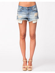 NLY Trend Midwash Denim Shorts