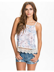 NLY Trend Flower Lace Top