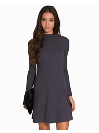 Kjoler, Turtleneck Shift Dress, NLY Trend - NELLY.COM