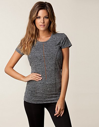 T-SHIRTS - DROP OF MINDFULNESS / SPORTY YOGA TEE - NELLY.COM