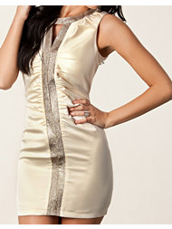 Aura Boutique Rouched Key Hole Dress