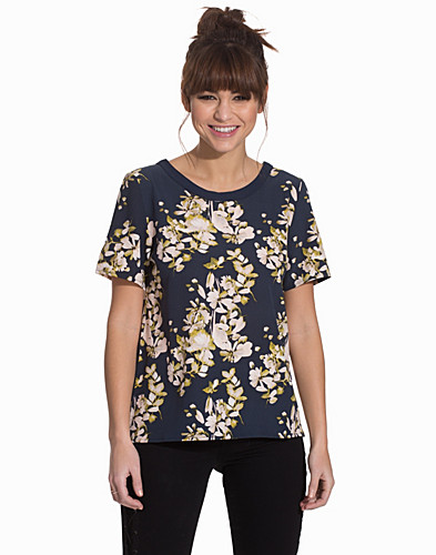 Nelly.com SE - VICORABELL S/S TOP 329.00