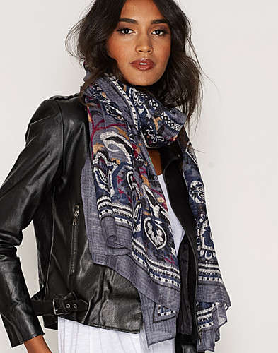 Nelly.com SE - PCPAVA LONG SCARF 159.00