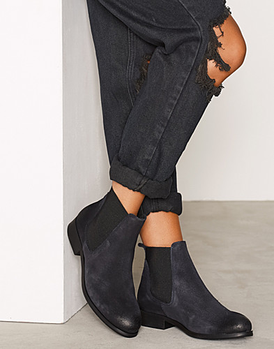 Nelly.com SE - PSIZI SUEDE BOOT CHELSEA NAVY BLAZE 999.00