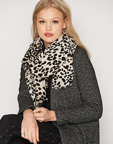Nelly.com SE - PCPHONARIS LONG SCARF 229.00